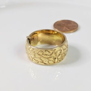 Monet Jewelry - Monet Gold Tone Hinged Ring Diamond Cut EUC